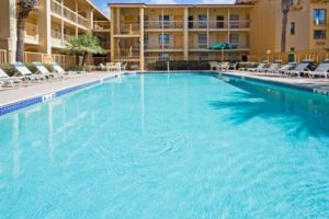 La Quinta Inn Orlando Airport pool